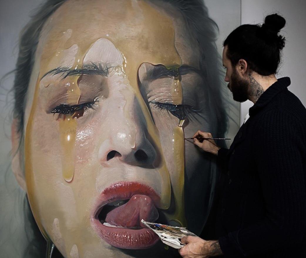 MIKE DARGAS pintando