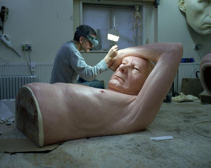 RON MUECK esculpindo